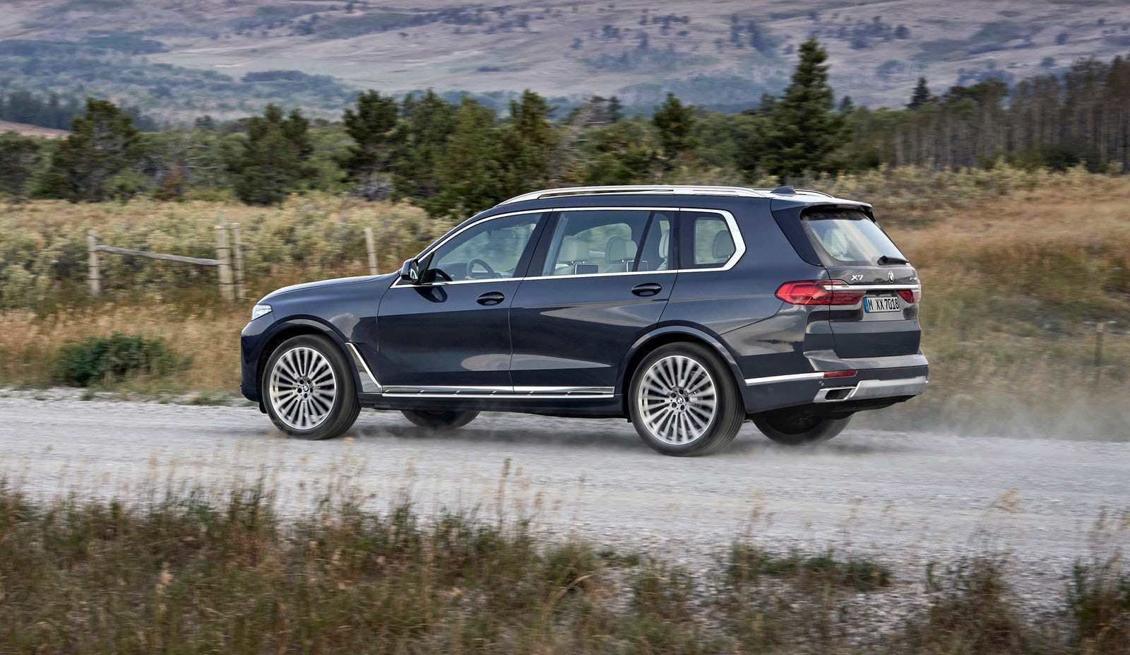 60 A 2020 BMW X7 Wallpaper