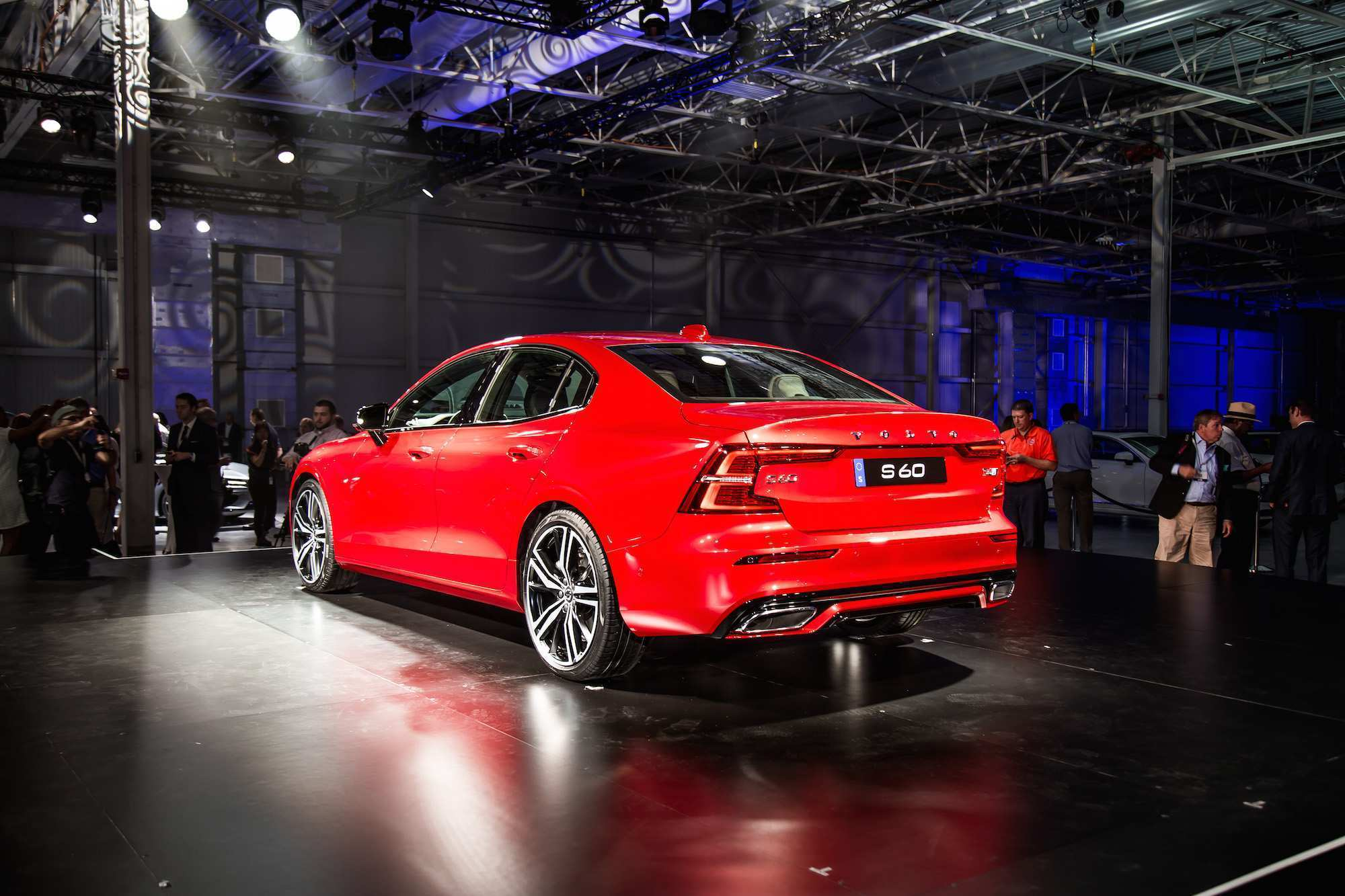 61 A 2019 Volvo S60 R Images