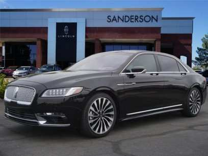 63 A 2019 Lincoln Town Review