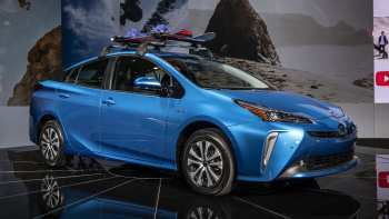 67 A 2019 Toyota Prius Pictures Configurations