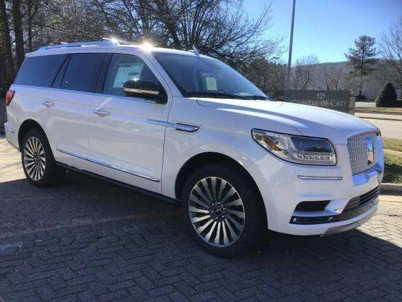 72 A 2019 Lincoln Navigator Images