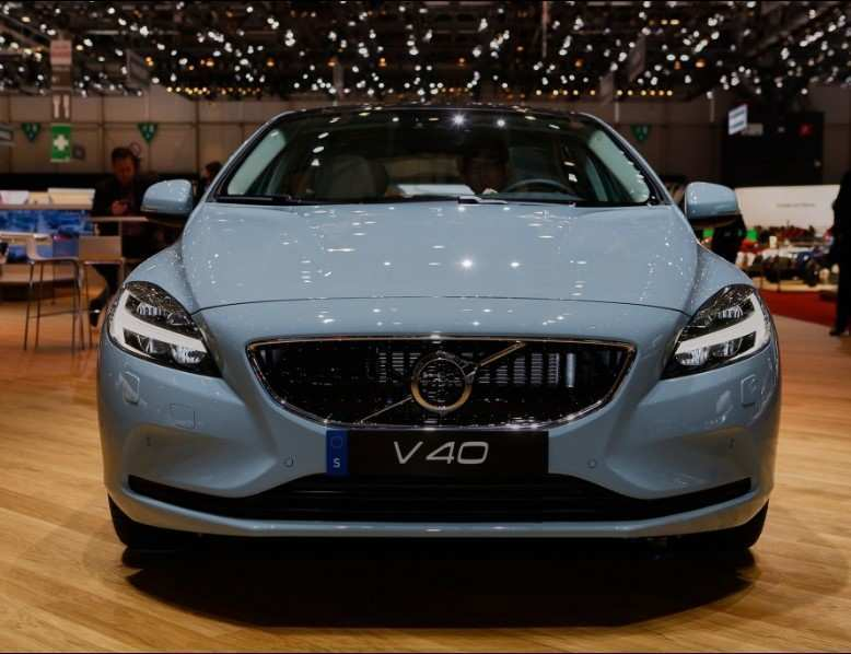 73 A 2020 Volvo V40 Us Photos