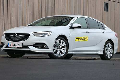 74 A 2019 Opel Insignia Photos