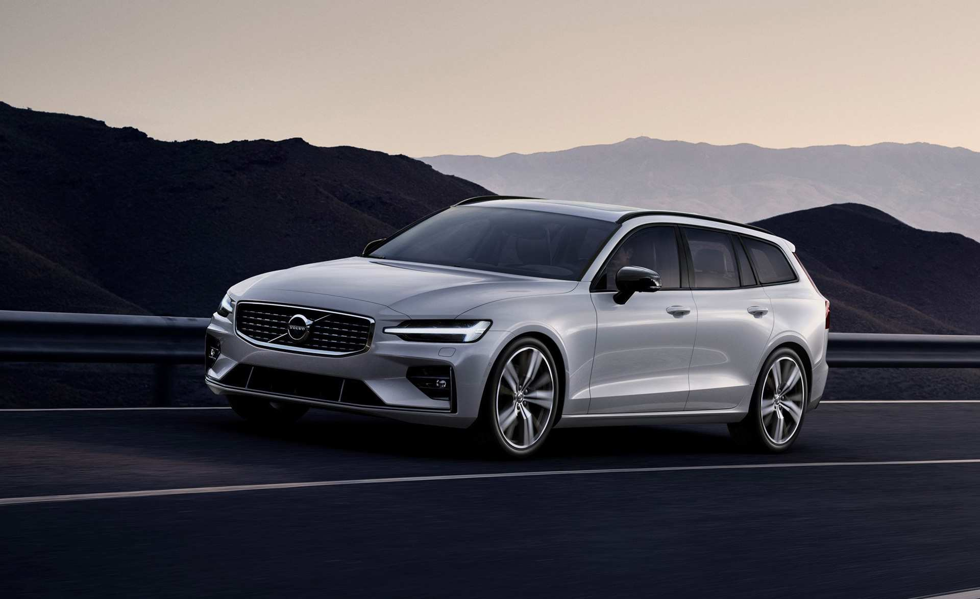 77 The 2019 Volvo S60 R Style