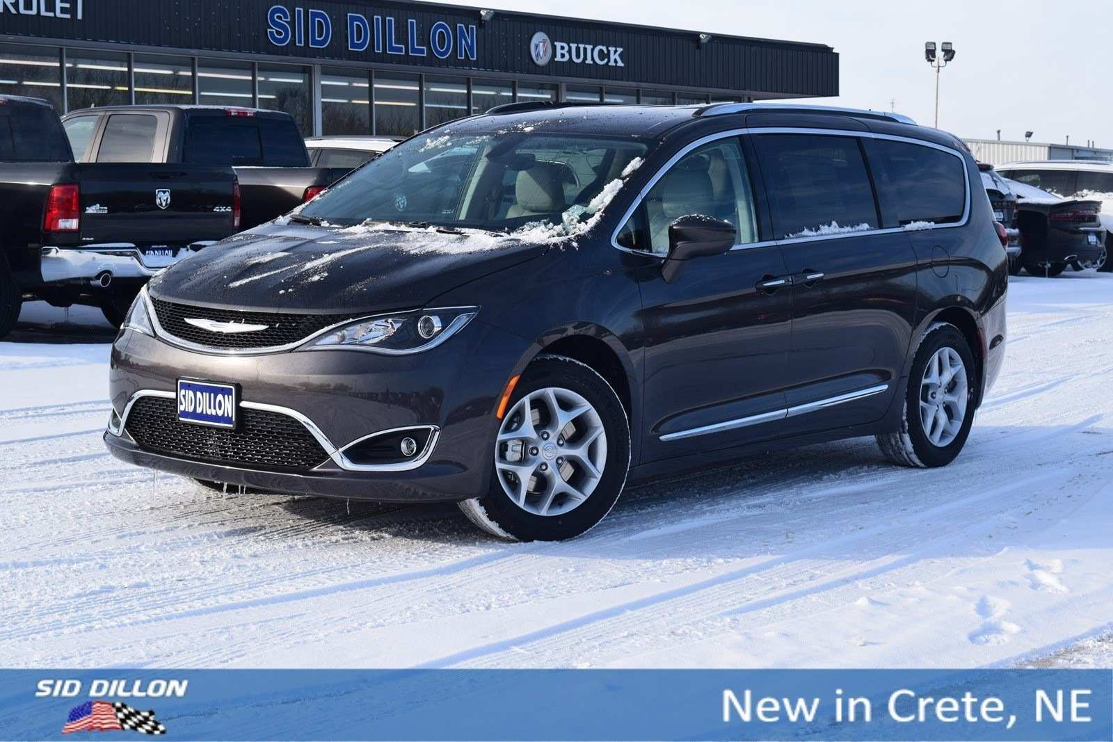 78 A 2019 Chrysler Town Country Awd Spy Shoot