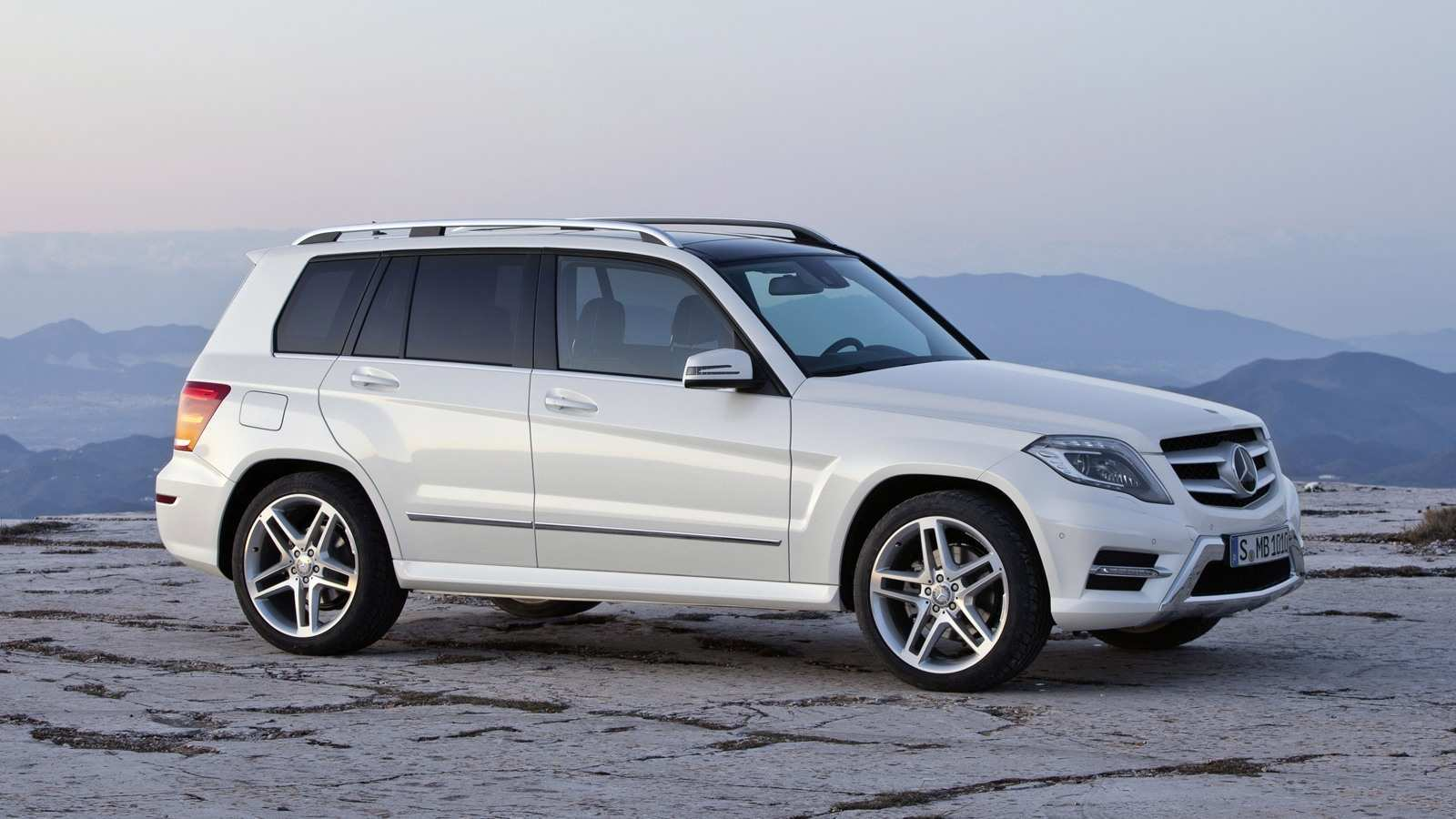 81 A 2020 Mercedes GLK Spy Shoot