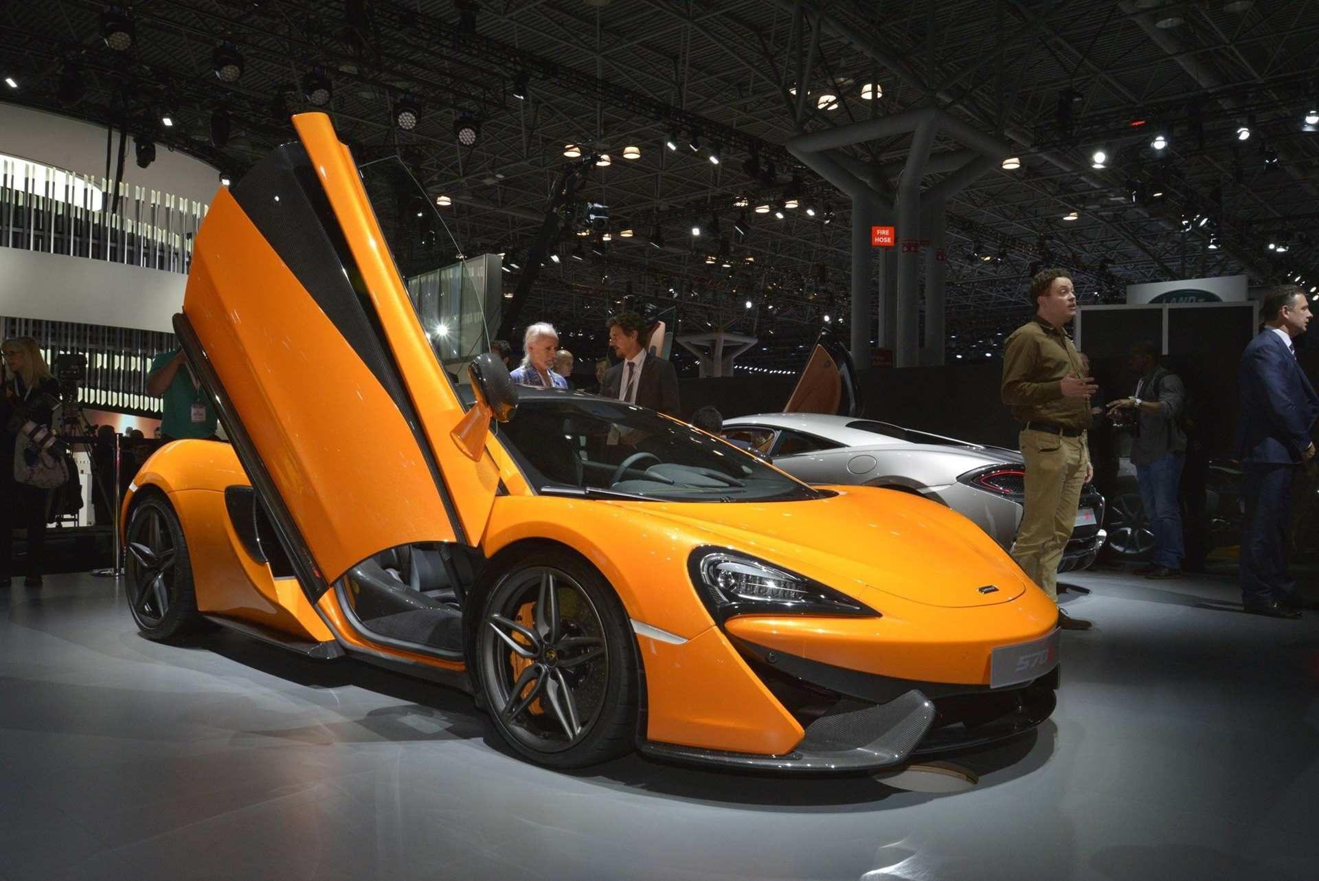 83 A 2020 McLaren 570S Coupe Pictures
