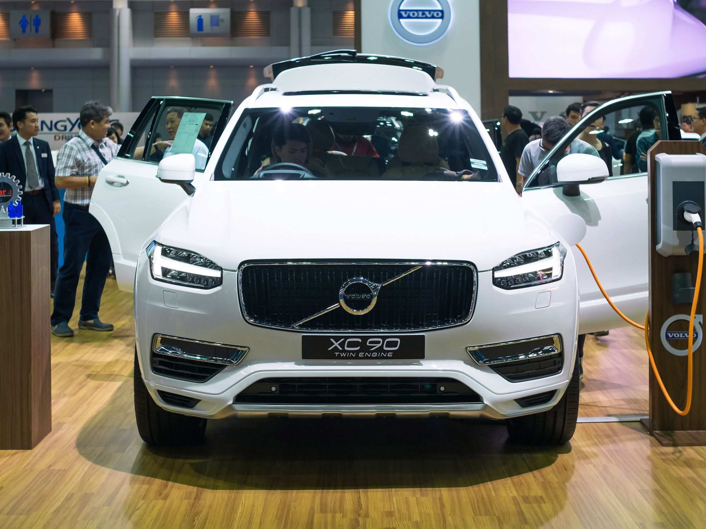 84 The Best Volvo To Go Electric By 2019 Review
