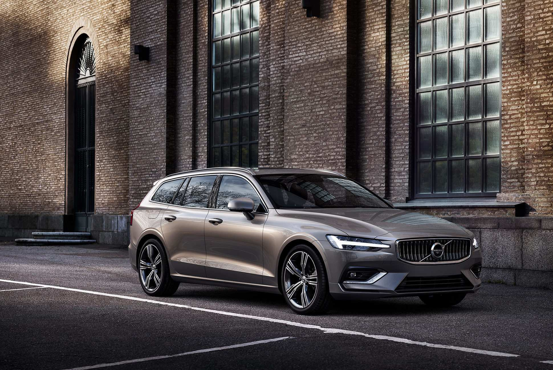 85 The 2019 Volvo Wagon Exterior