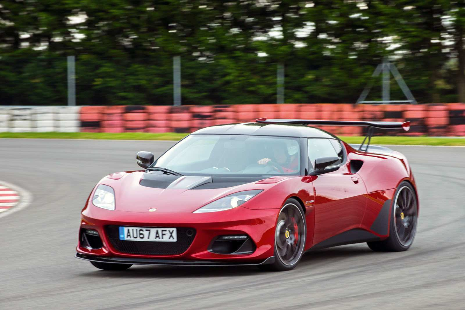 86 The 2020 Lotus Evora Images