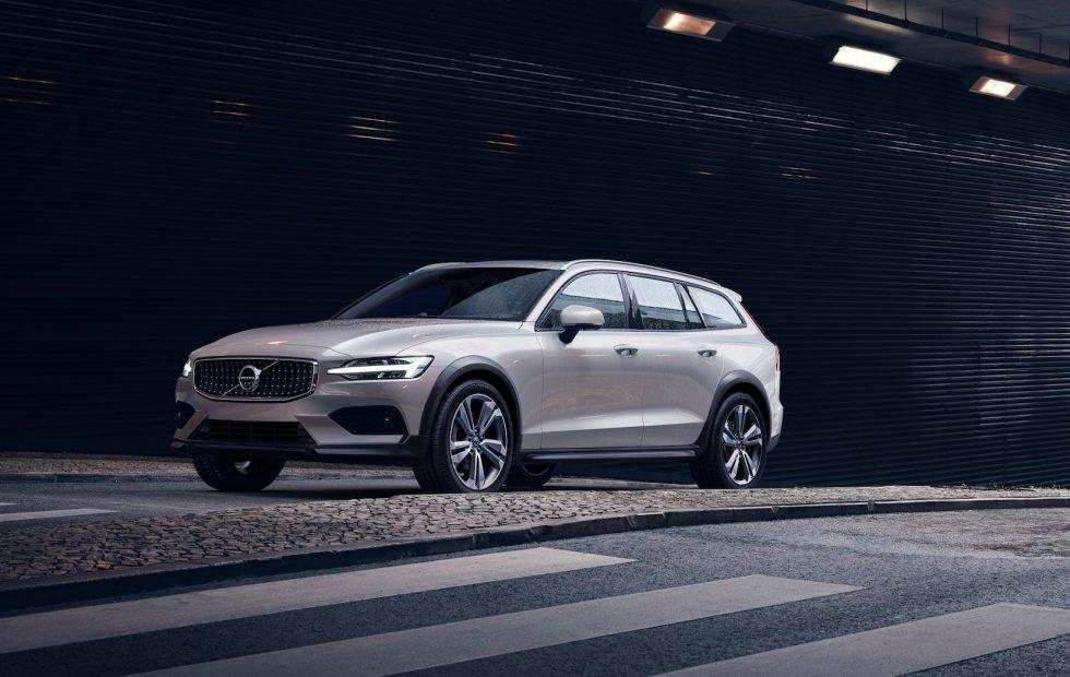 88 A Volvo 2019 V60 Cross Country Picture