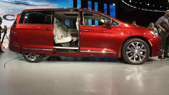 88 New 2020 Chrysler Town Country Awd Interior