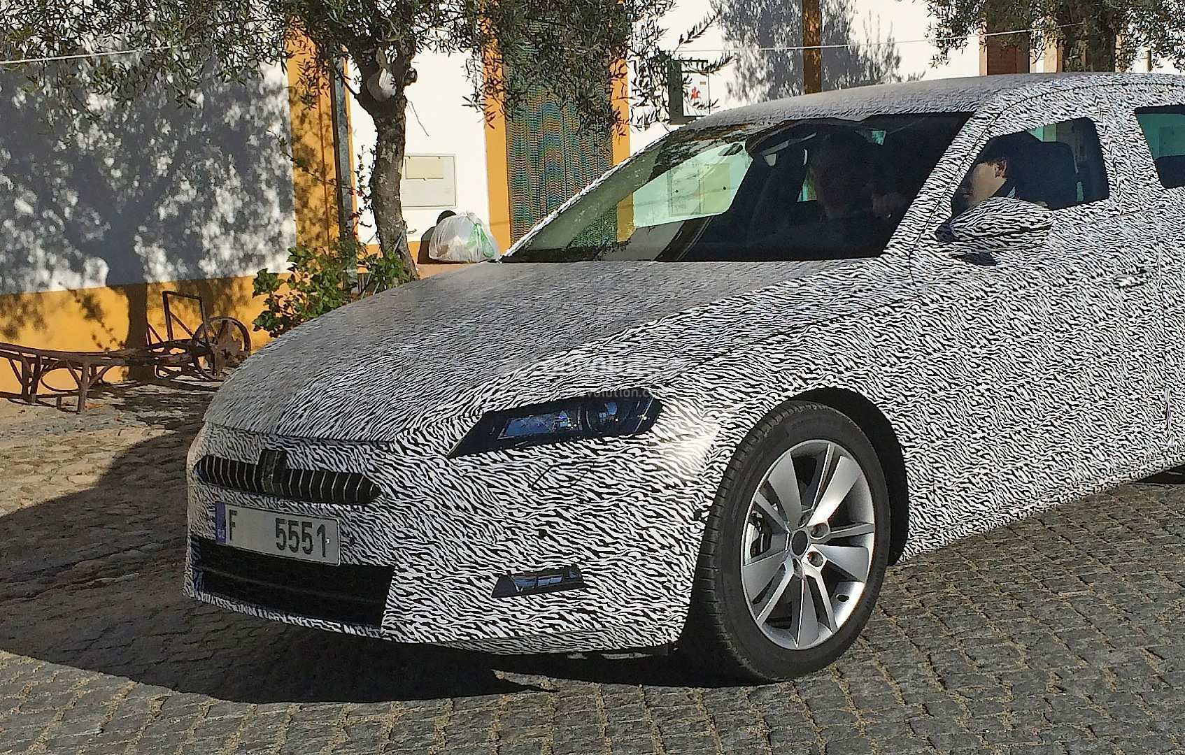 88 New Spy Shots Skoda Superb Configurations