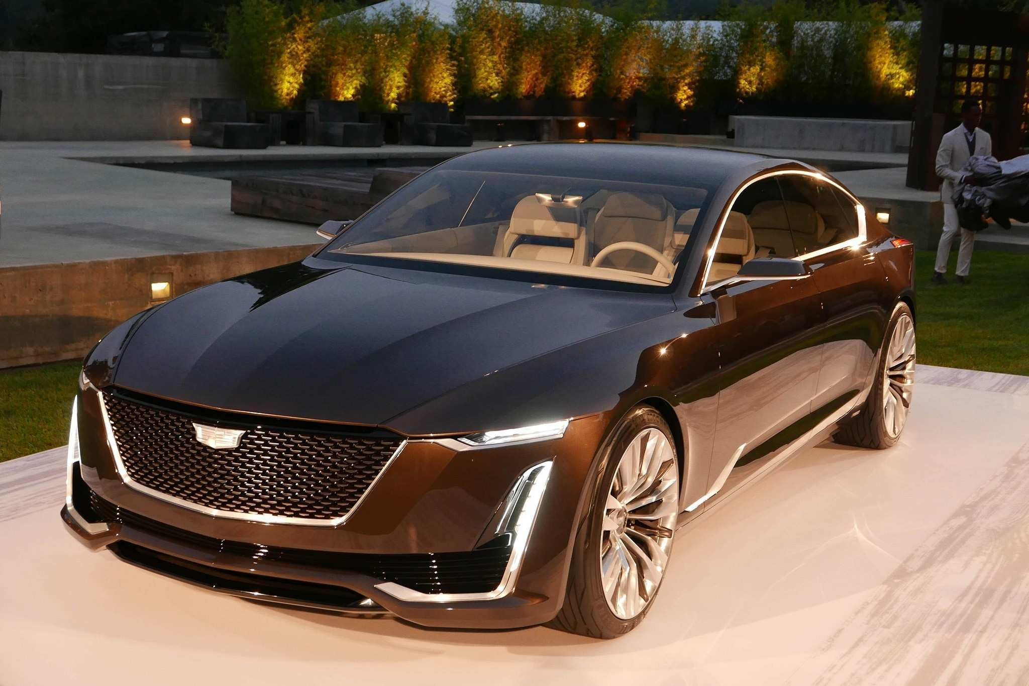 89 A 2020 Cadillac Ext Overview