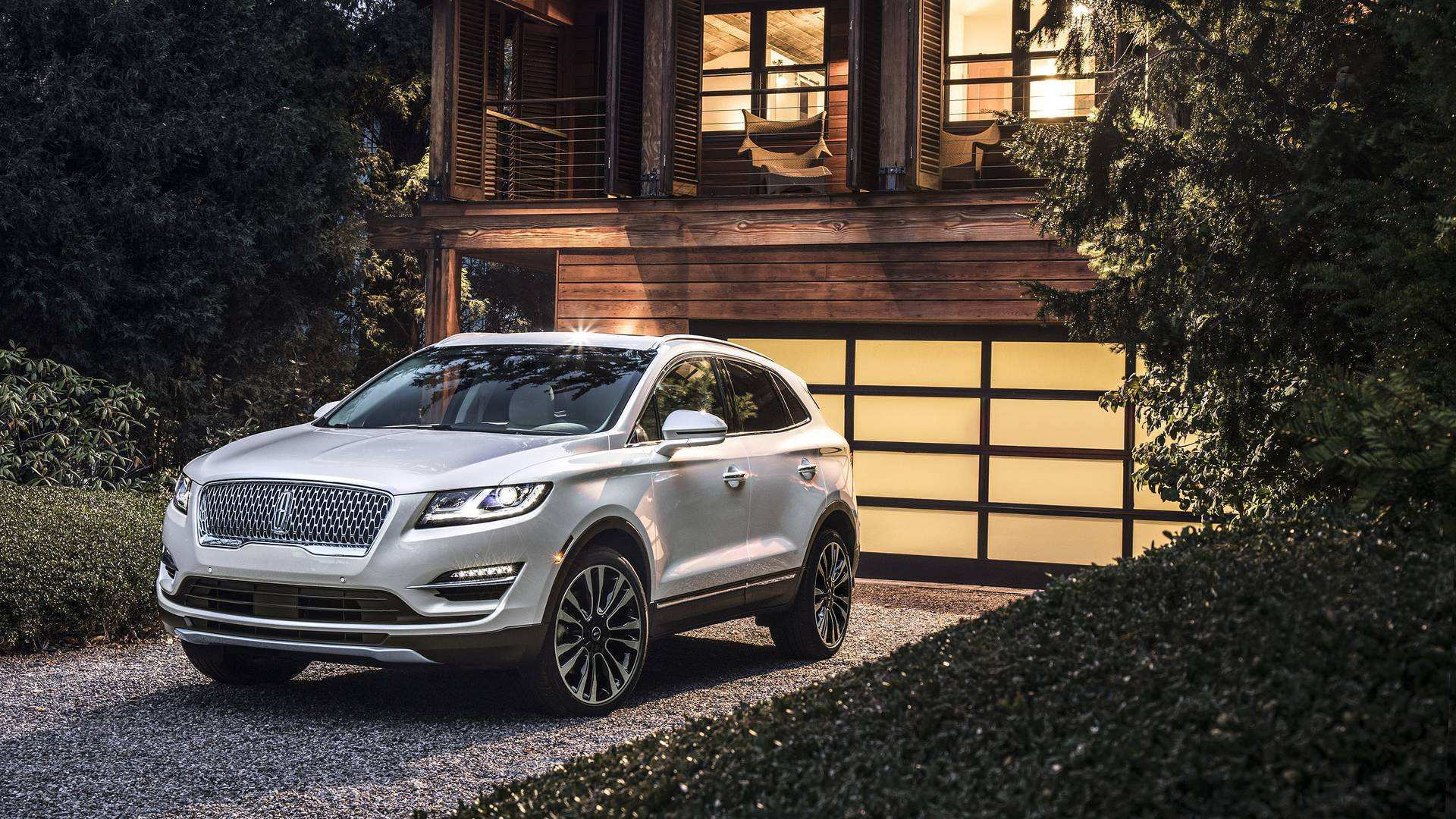 90 New 2020 Lincoln MKC Exterior