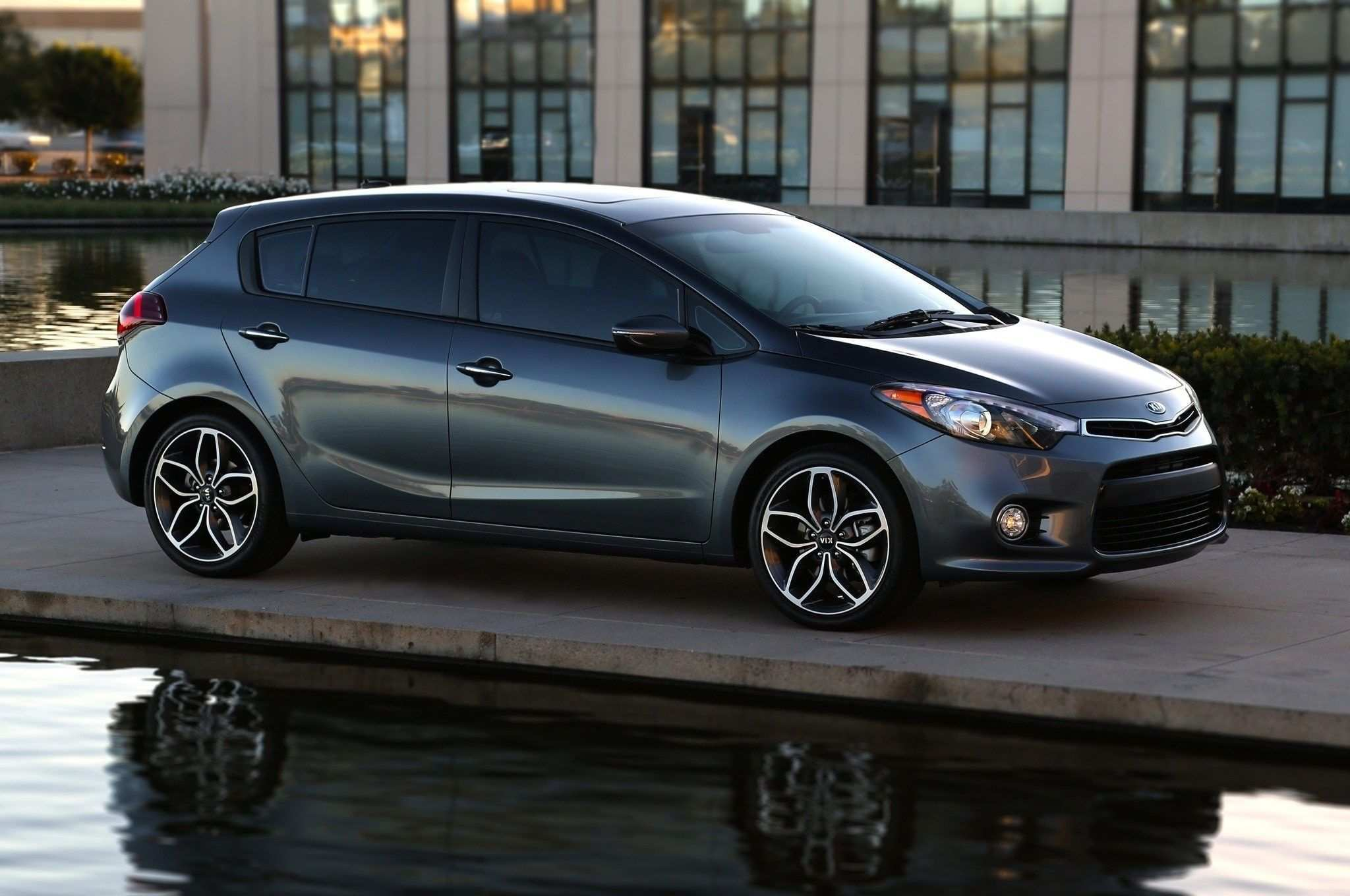 92 A 2019 Kia Forte5 Hatchback Research New