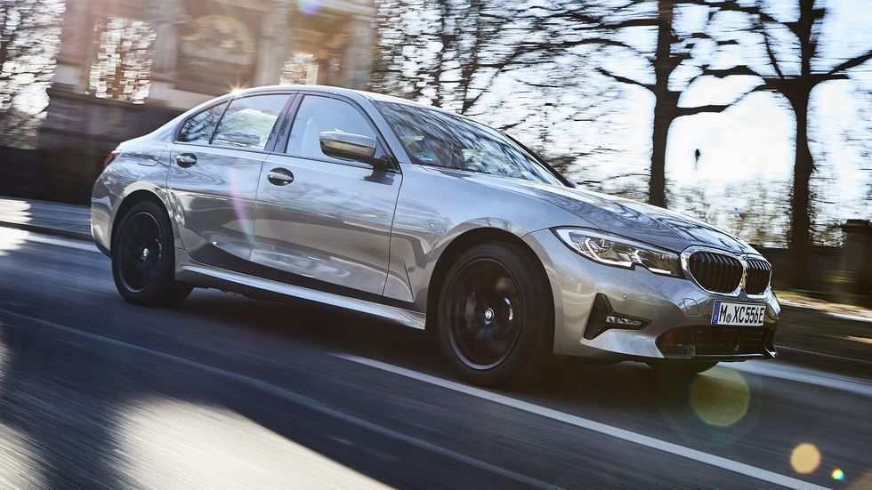 92 A BMW Plug In Hybrid 2020 Picture