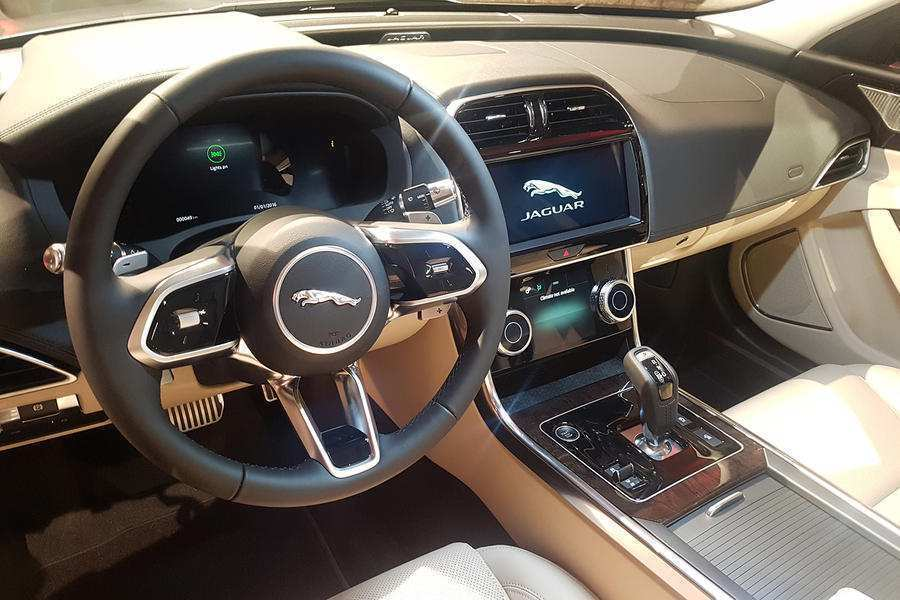 93 A Jaguar Xe 2019 Interior Picture