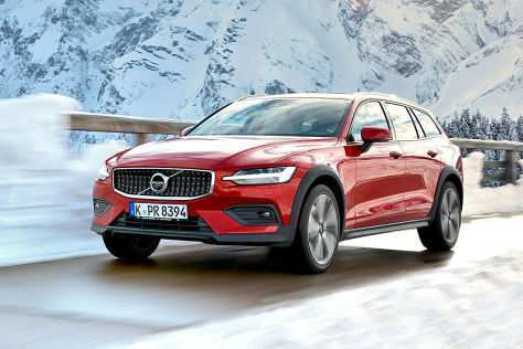 94 A Volvo 2019 V60 Cross Country Images