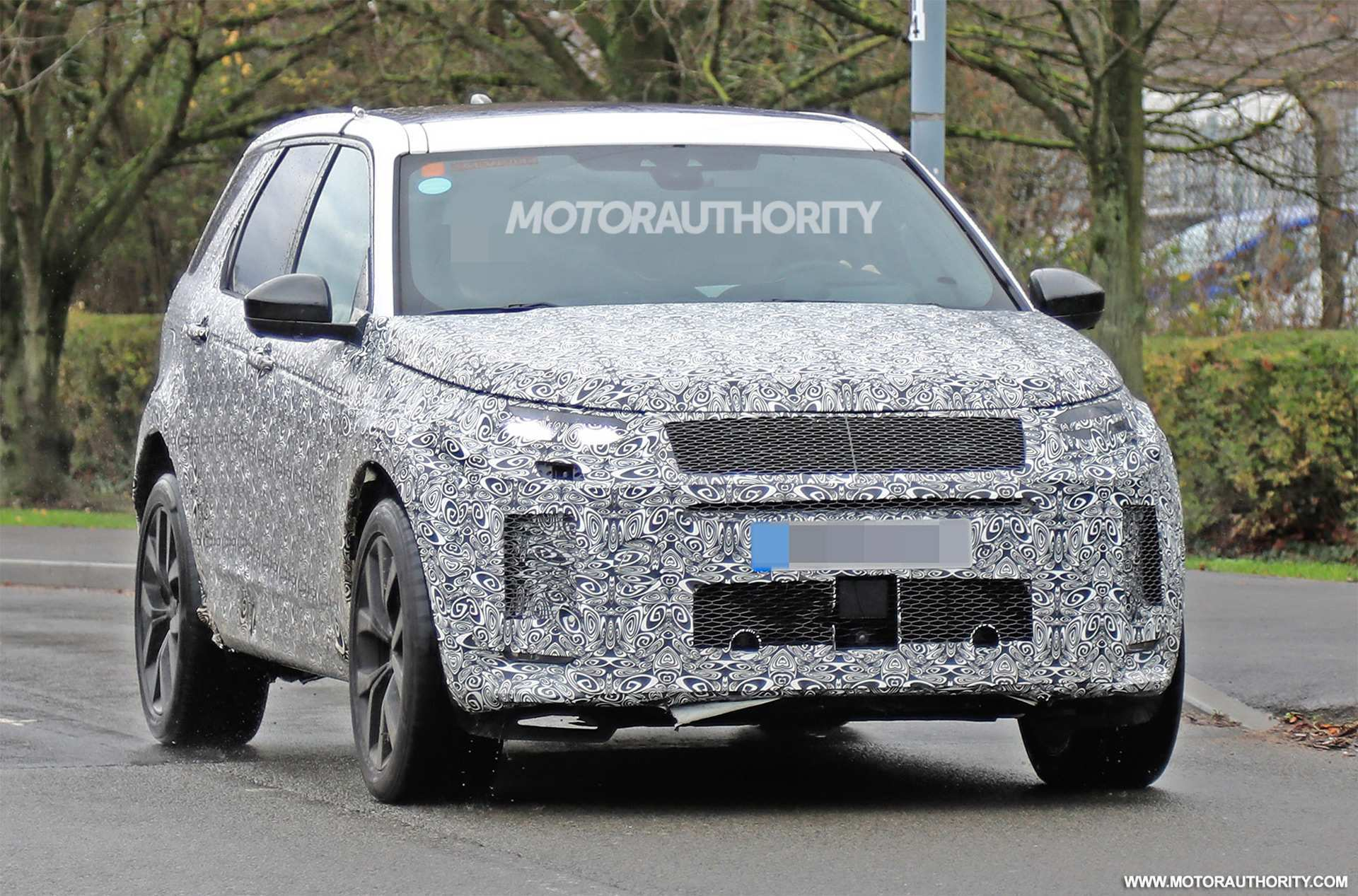 95 A 2020 Land Rover Discovery Sport Concept