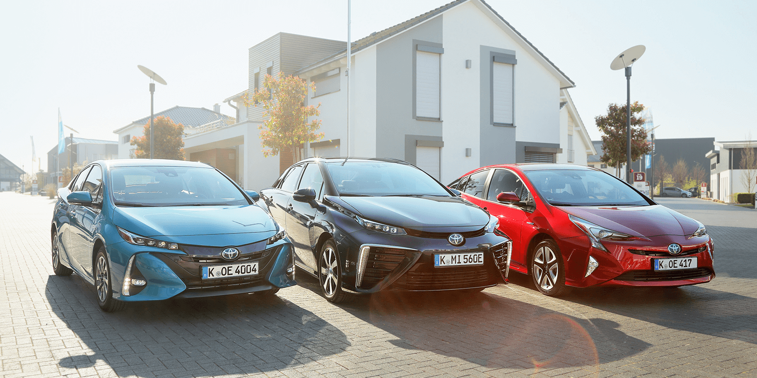 96 A 2020 Toyota Prius Pictures Prices