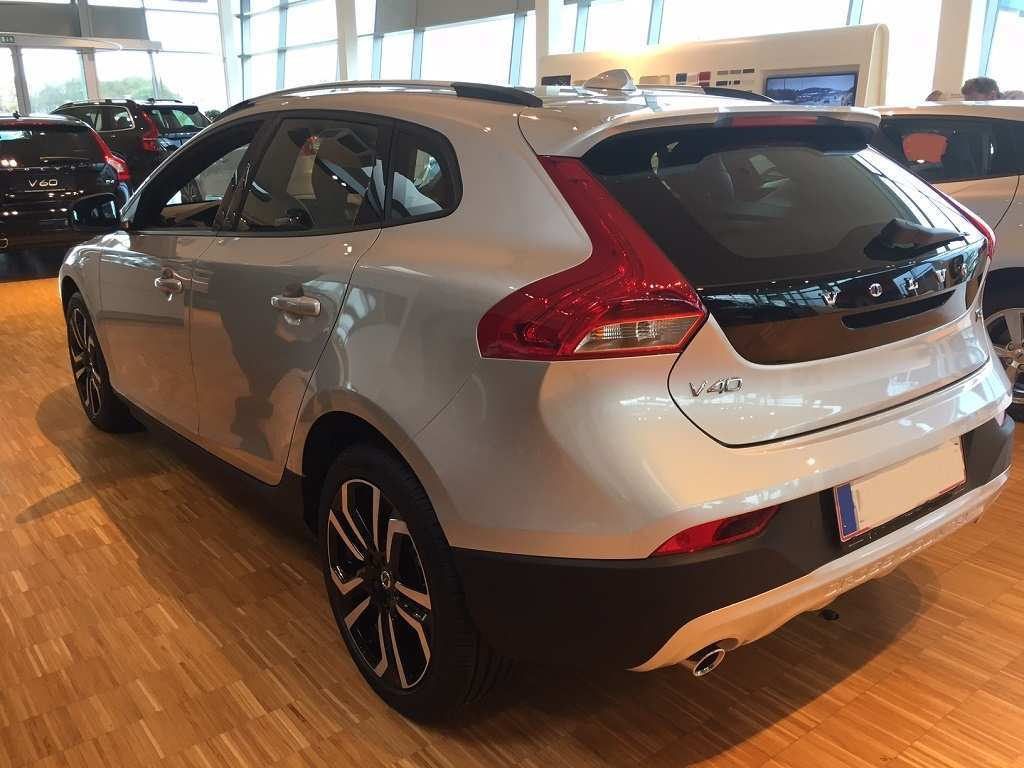 99 A V40 Volvo 2019 Price And Review