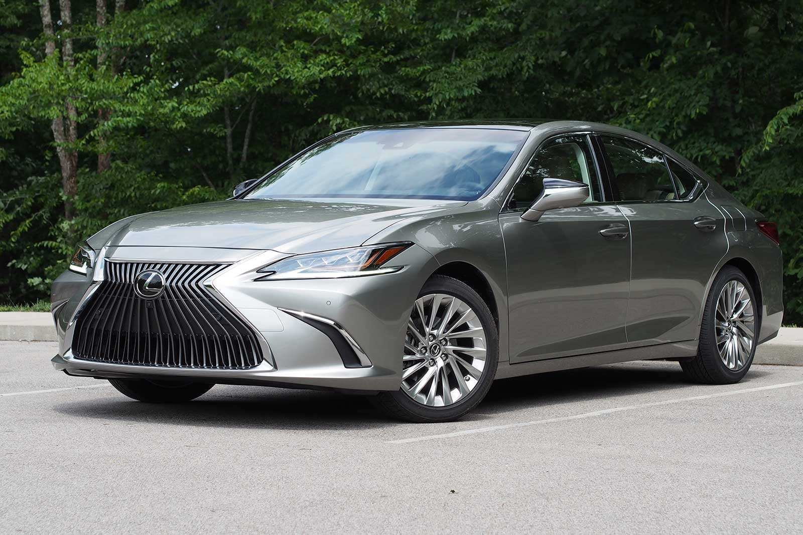 17 The 2019 Lexus Es Review Images