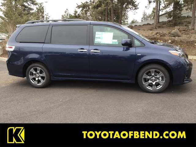 99 A 2019 Toyota Sienna Se Spy Shoot