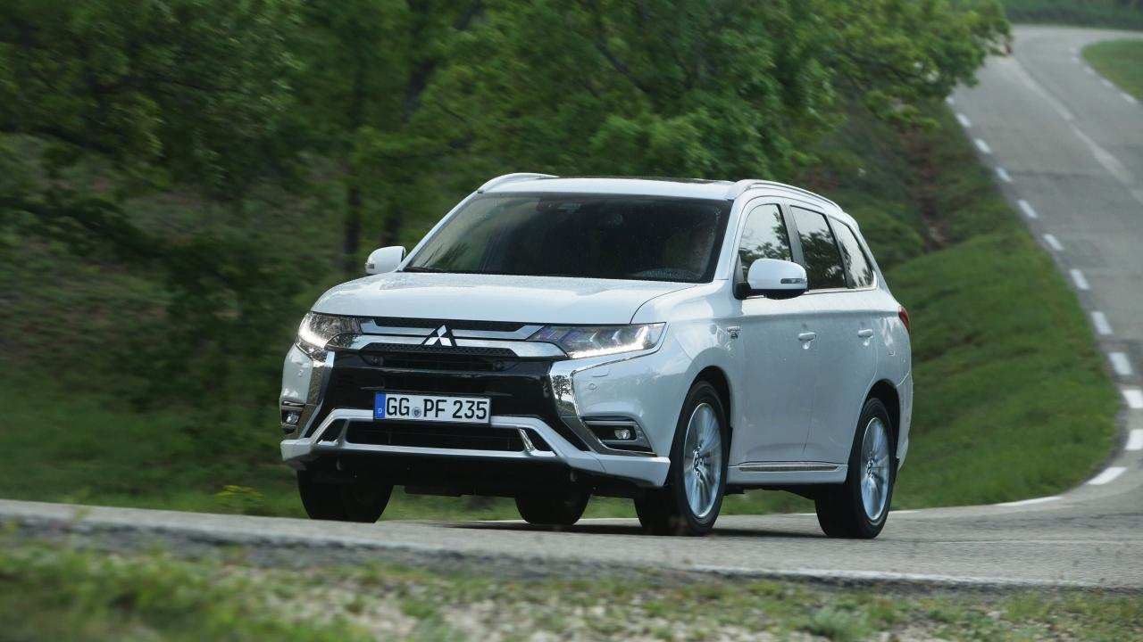 11 A 2019 Mitsubishi Outlander Phev Review Interior