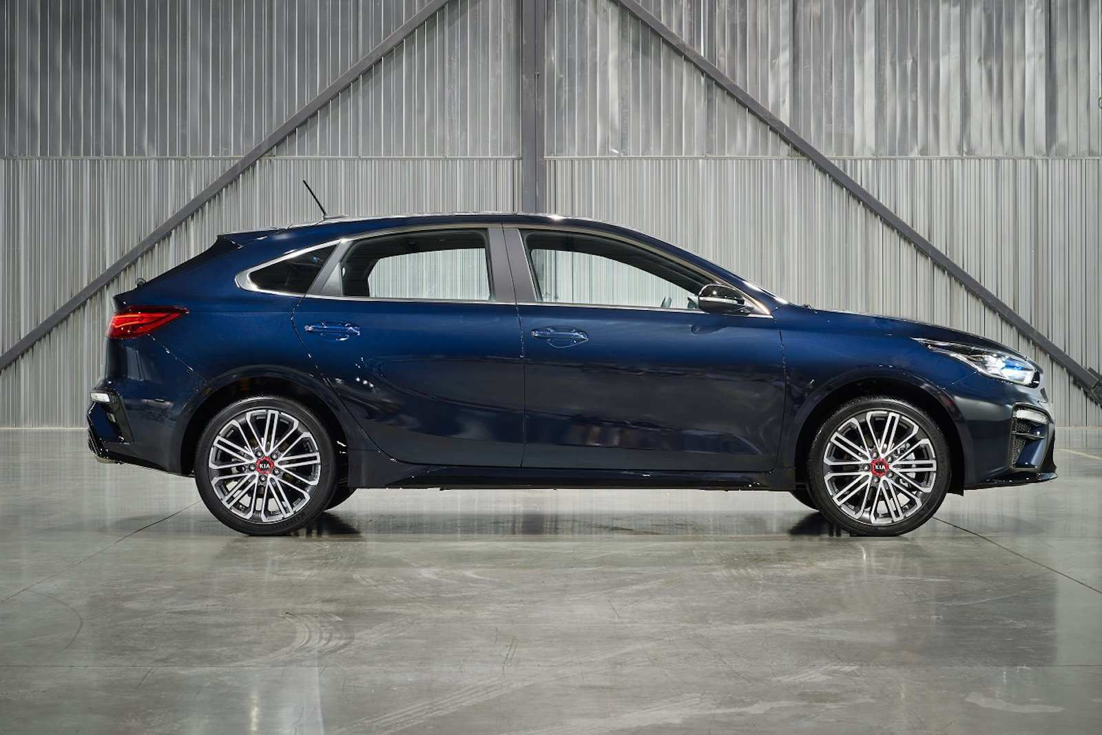 14 A Kia Hatchback 2020 Research New