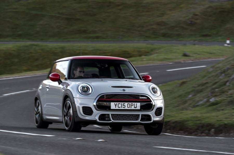 18 A 2019 Mini Jcw Specs Performance And New Engine