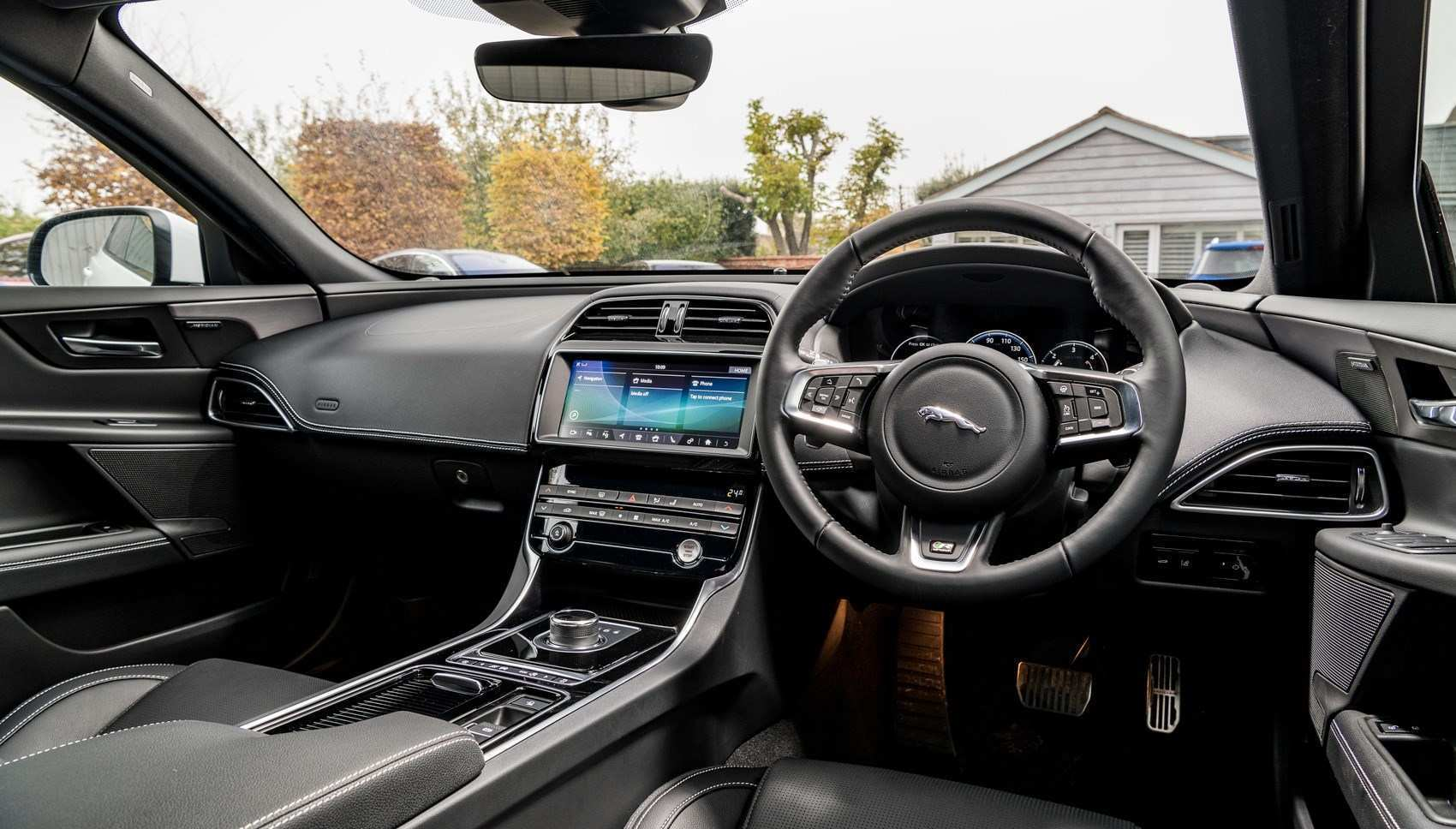 29 The Jaguar Xe 2020 Interior Speed Test
