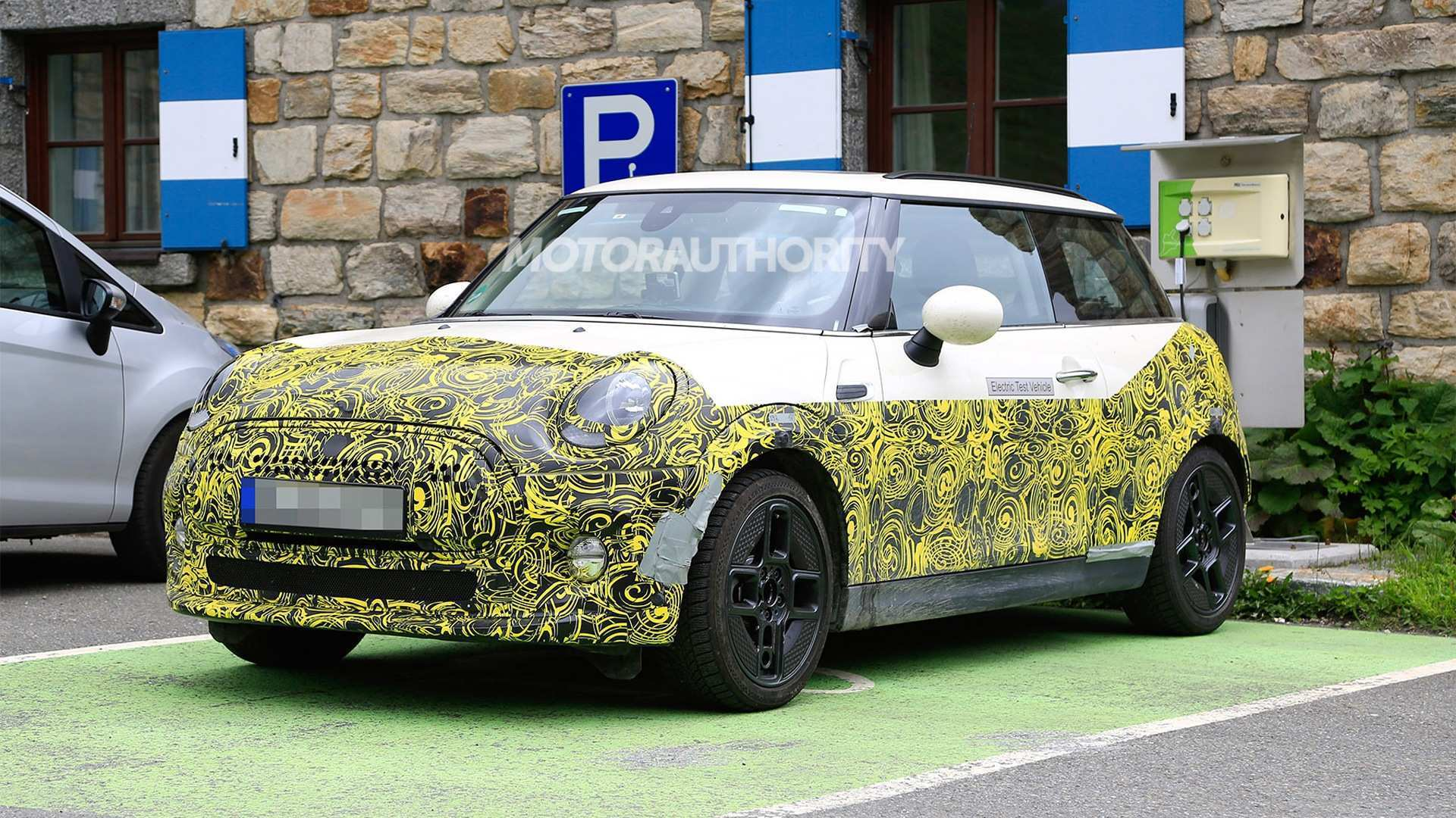 31 The 2019 Mini Cooper Spy Shots Specs And Review