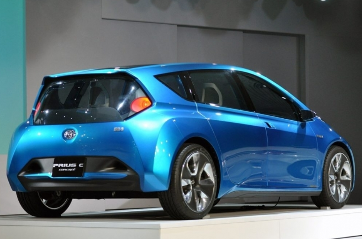 48 A 2020 Toyota Prius C Style