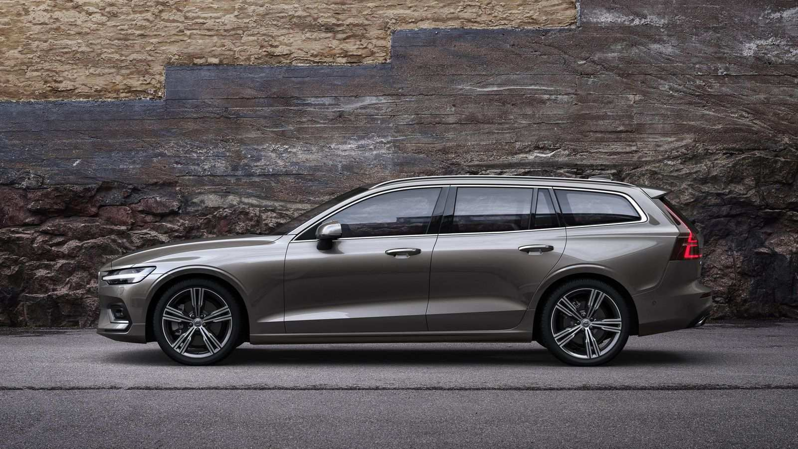 84 A New 2019 Volvo V60 Photos