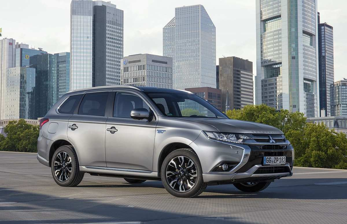 13 A Mitsubishi Outlander Plug In Hybrid 2020 Redesign And Review