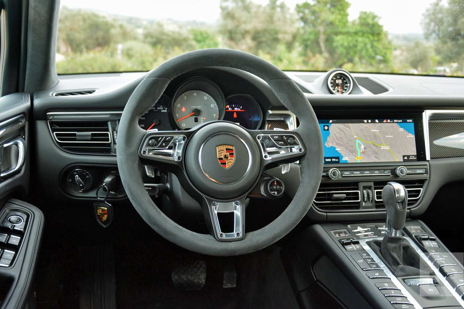 13 The 2019 Porsche Macan Interior Photos