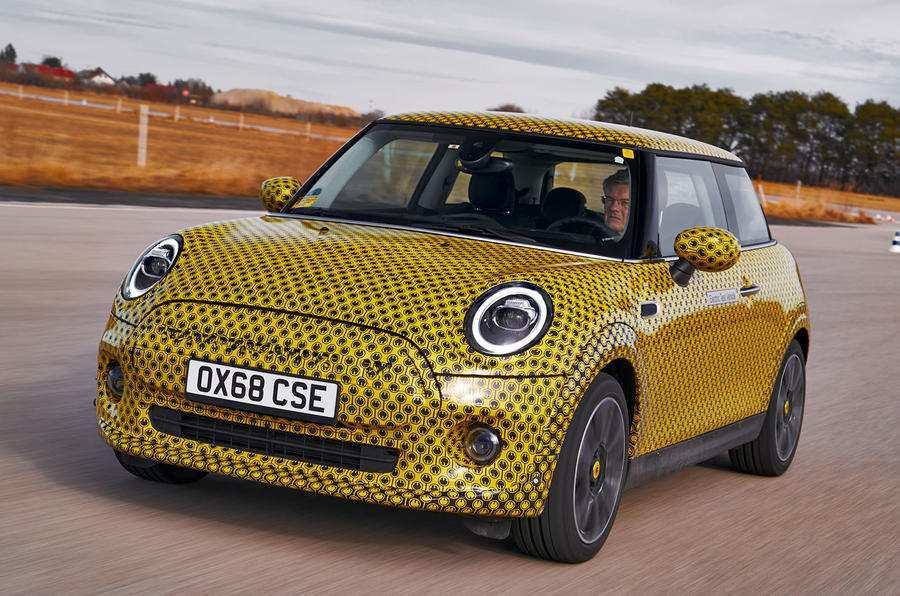 21 A 2019 Electric Mini Cooper Exterior
