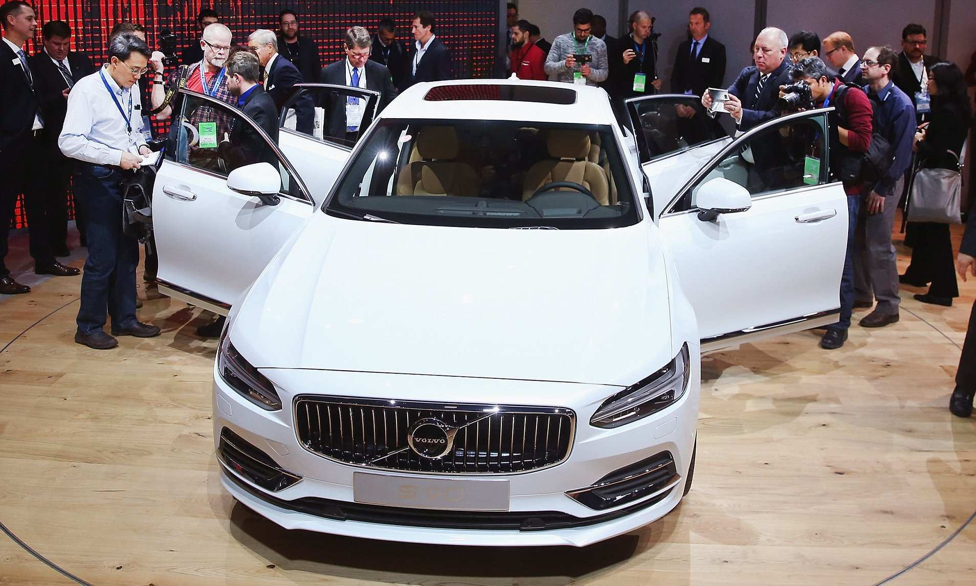 50 All New Volvo Crash Proof Car 2020 Images