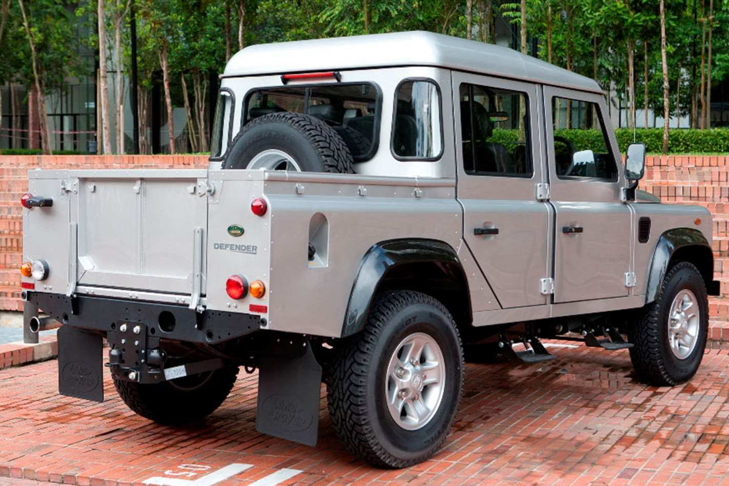 66 A 2019 Land Rover Defender Ute Model