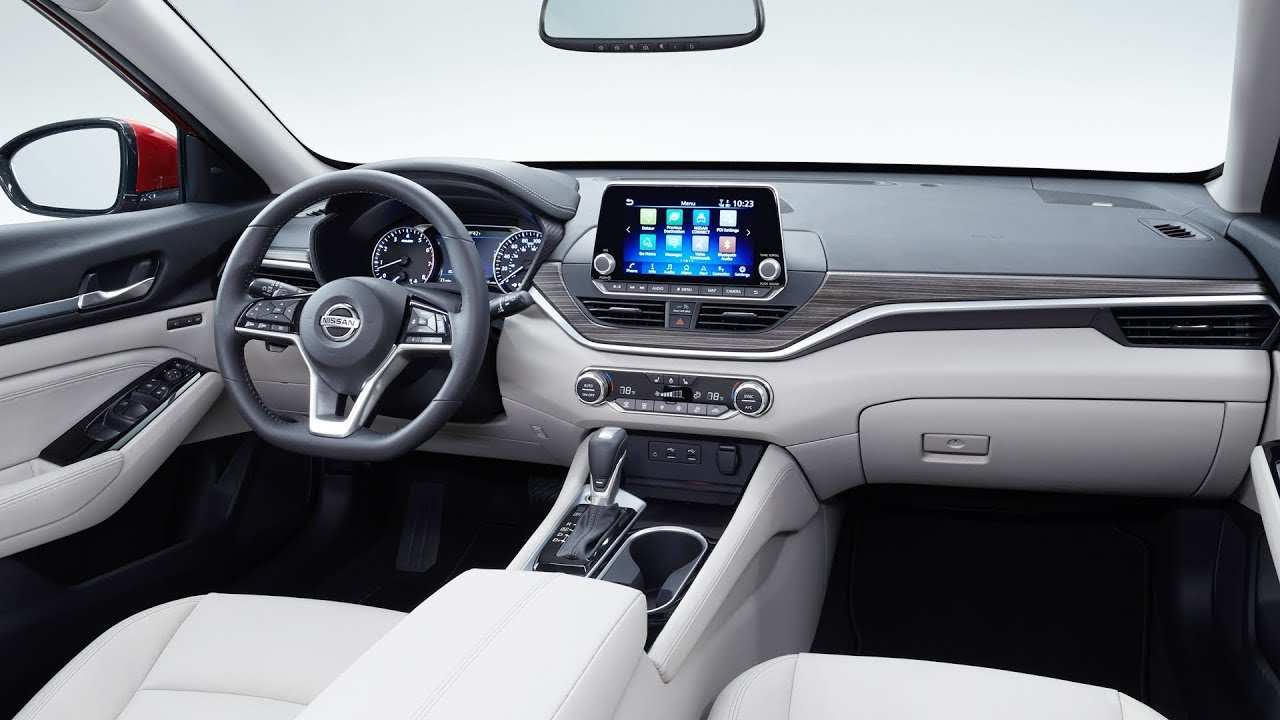 19 The Nissan Altima Interior Spesification