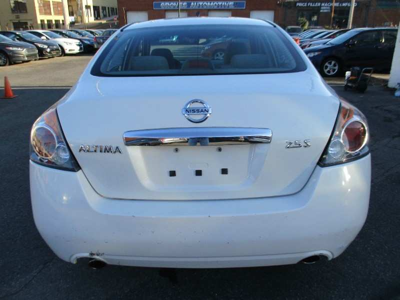 76 New 2010 Nissan Altima Price